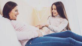 Како (и када) с ћерком разговарати о циклусу